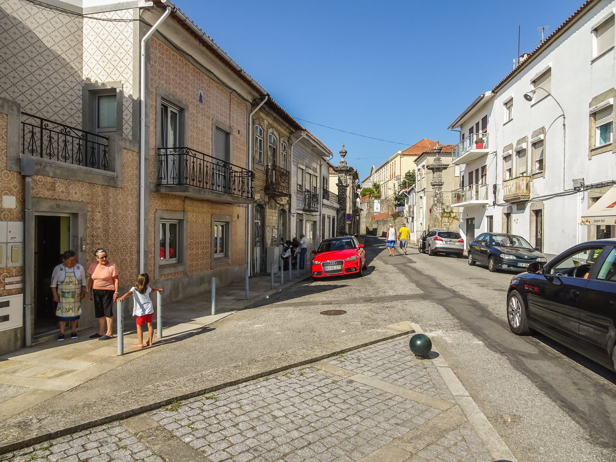 Straße in Caminha am Jakobsweg Portugal